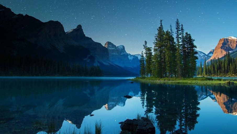 Maligne Lake Alberta Canada