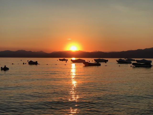 Zonsondergang Gardameer bij Lazise