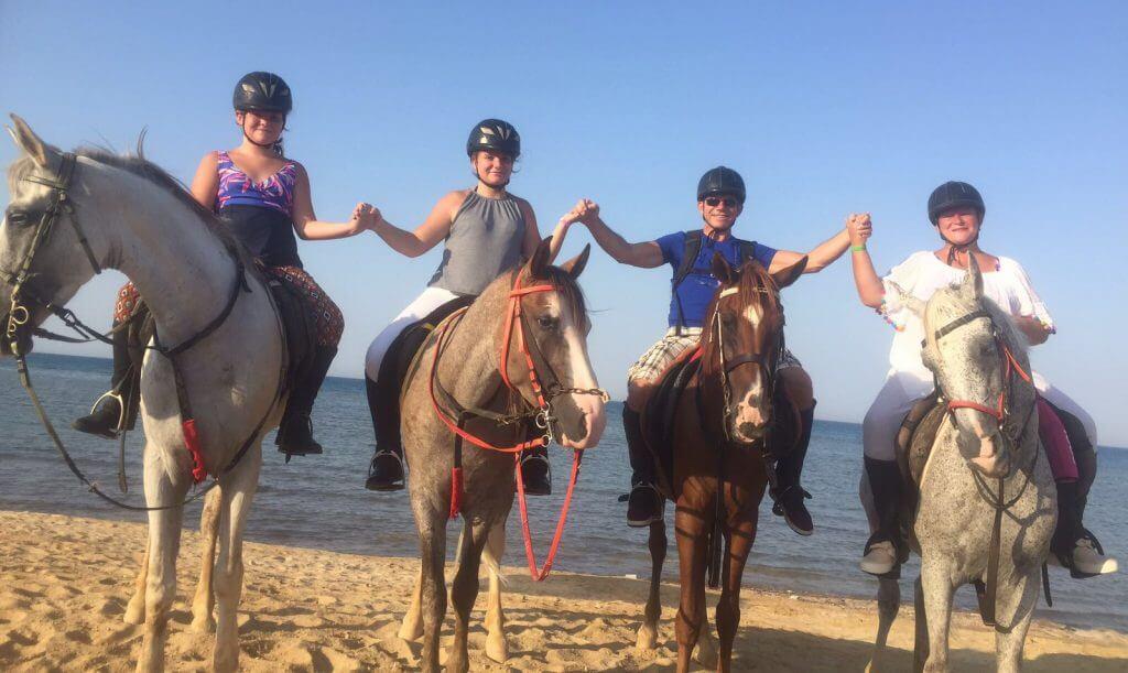 Paardrijden langs de Rode Zee