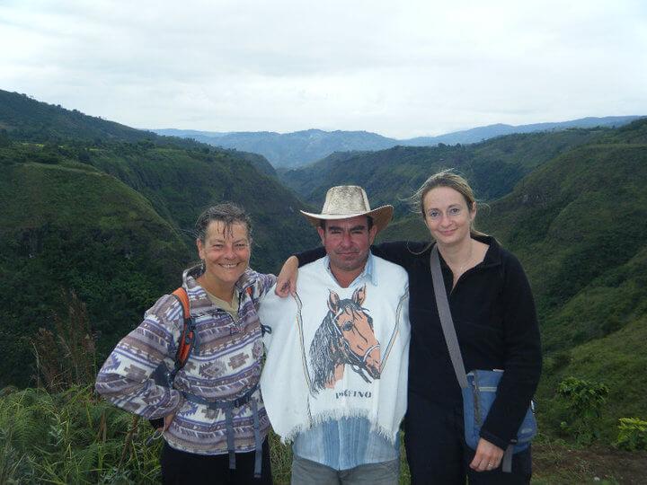 Hier staat ze, Annie (links), op de foto die ik van haar, onze gids Miguel en andere ruiter Nicola maakte.