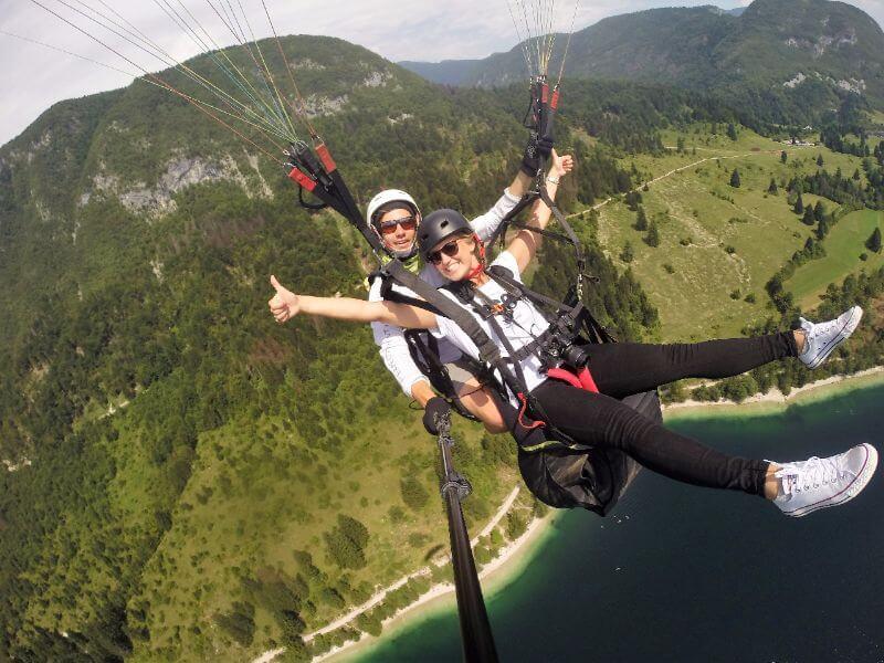 Onvergetelijke paraglide flight boven het meer van Bohinj