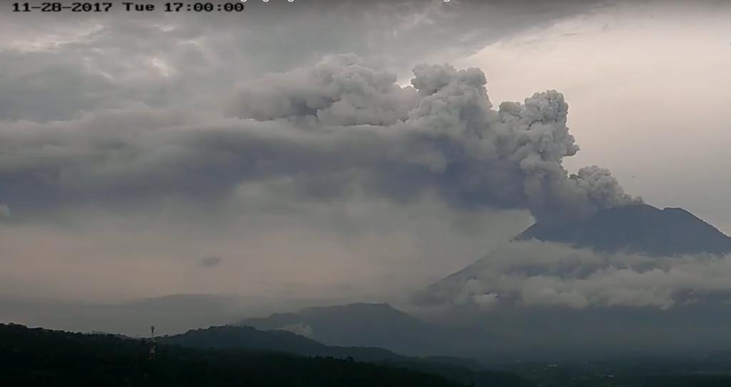 Beeld van de vulkaan om 10:00 uur Nederlandse tijd op 28 november.