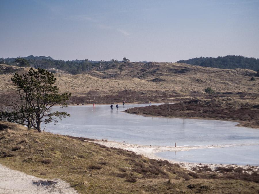 Schaatsen in Noord-Hollandse duinen.