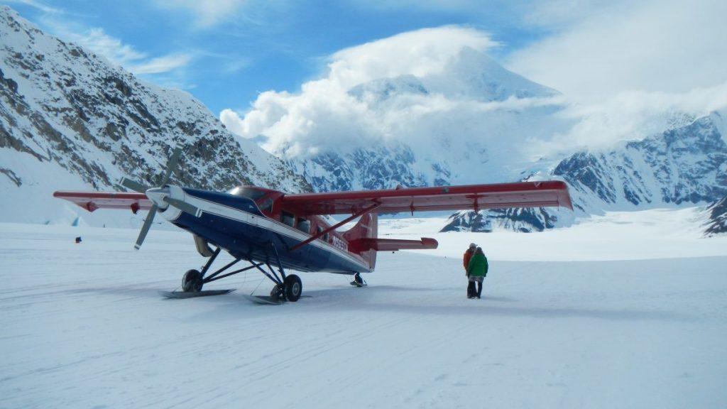 Met het vliegtuig naar de gletsjer