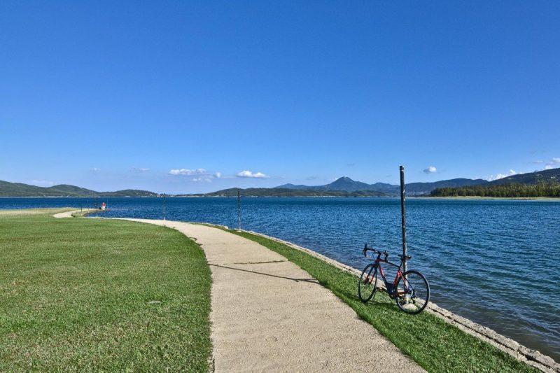Fietsen in Lake Plastira, Griekenland