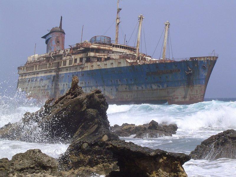 Het wrak van de SS America, gezien vanaf het vasteland van Fuerteventura