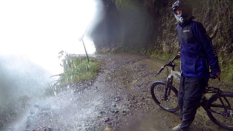 Watervallen over de weg