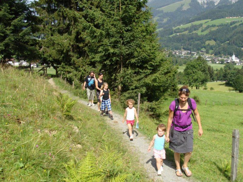 Samen wandelen naar de kaasboerderij