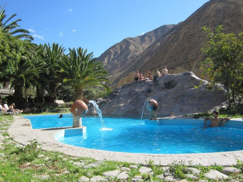 Wat je ook doet, zorg ervoor dat je in de 'oase' overnacht. Je beloning zal groot zijn, zoals dit heerlijke zwembad.