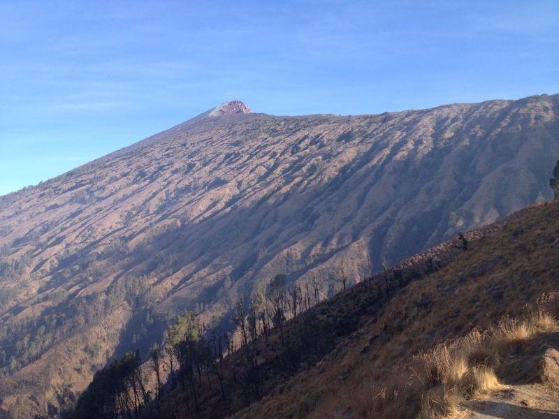 De top van Mount Rinjani waar we net vandaan komen.