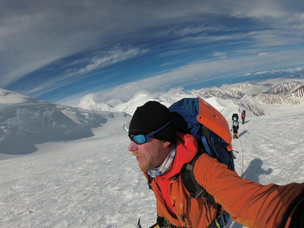 Onderweg naar de top. In goed weer!