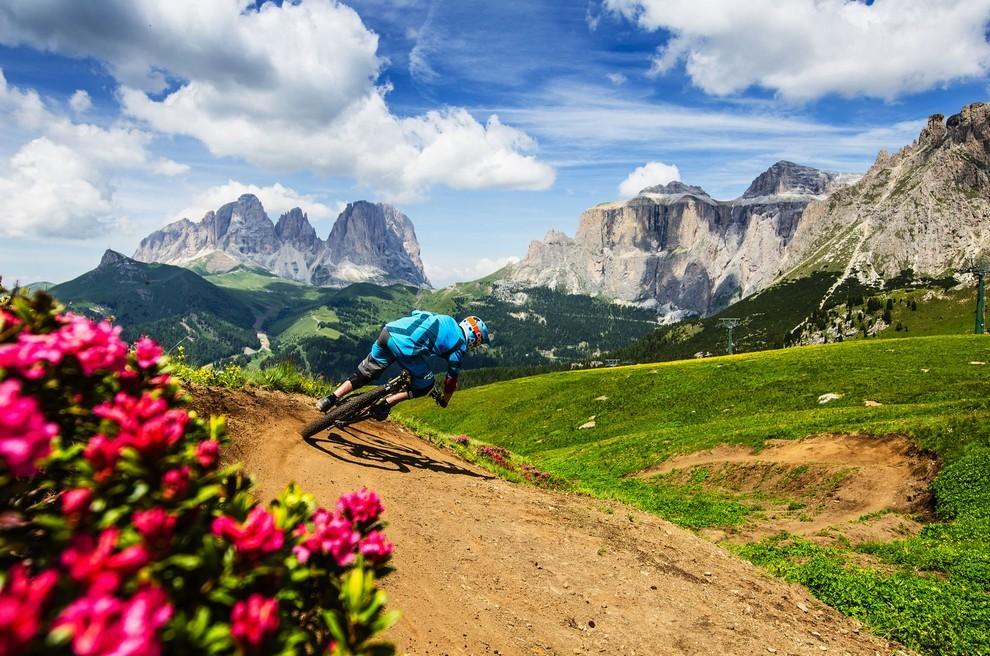 Canazei in Val di Fassa is een fantastisch startpunt voor een mountainbiketocht