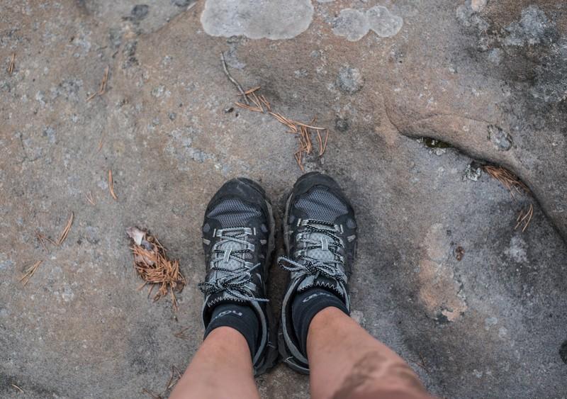 Soms moet je door een klein tussendoorgangetje kruipen: vieze knieen | eigen foto: Manja Herrebrugh, Mountainreporters
