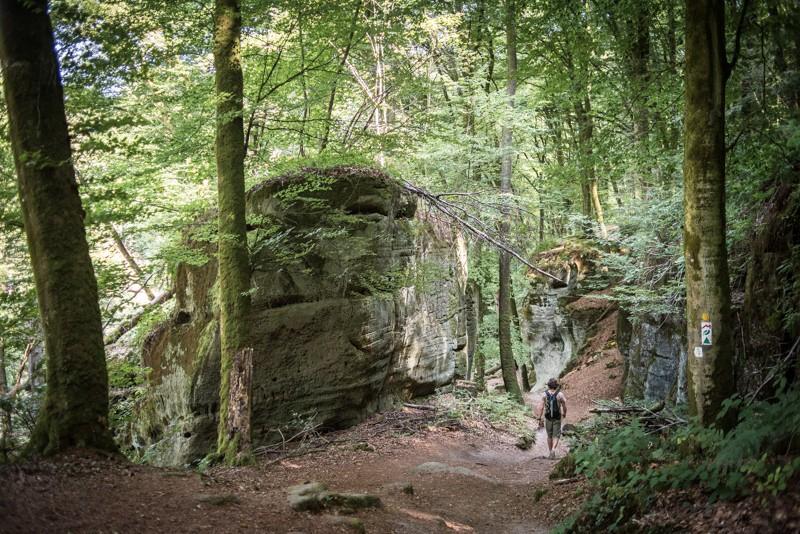 Wandelen tussen de rotsformaties | eigen foto: Manja Herrebrugh, Mountainreporters