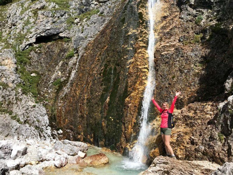 Dit is slechts één van de vele watervallen langs de route