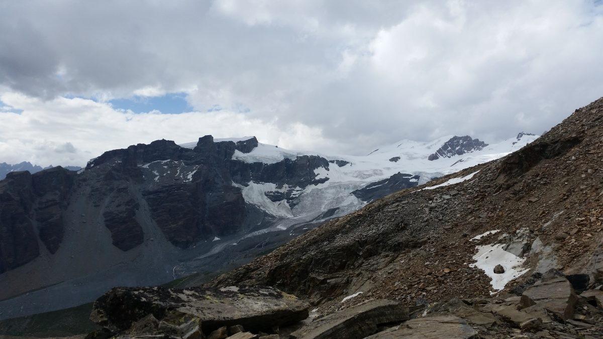 Onderweg naar rifugio Quintino Sella al Felik waar een groot sneeuwblok van de gletsjer brak.