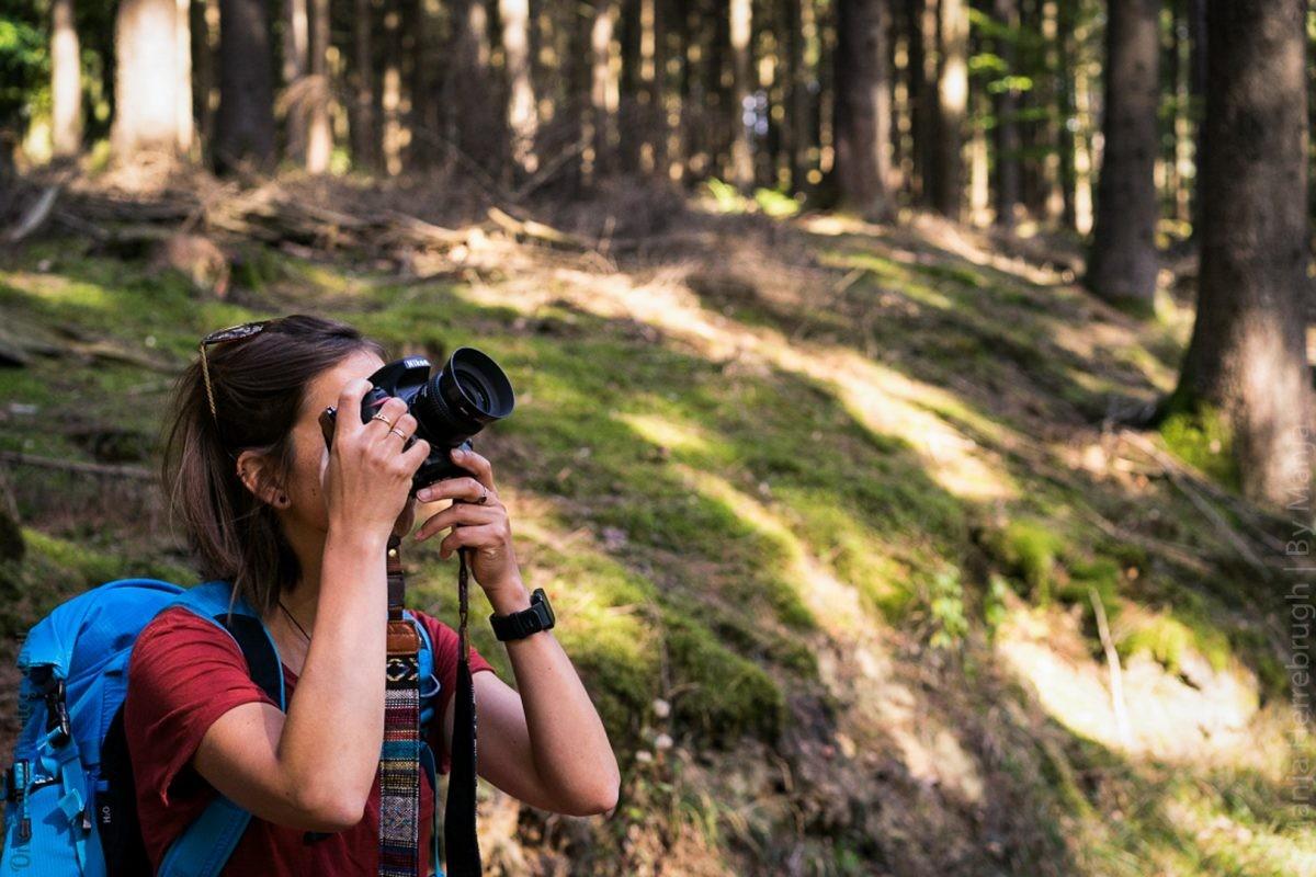 Aan het werk in het bos - hier koos ik voor medium-veel apparatuur | foto: Marloes van Pareren, Mountainreporters