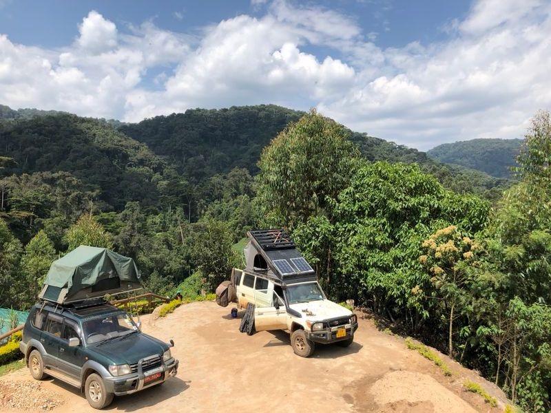 Rushaga Gorilla Camp, met uitzicht over het regenwoud.