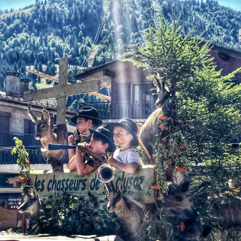 Tijdens het jaarlijkse Reblochonfestival loopt het hele dorp uit
