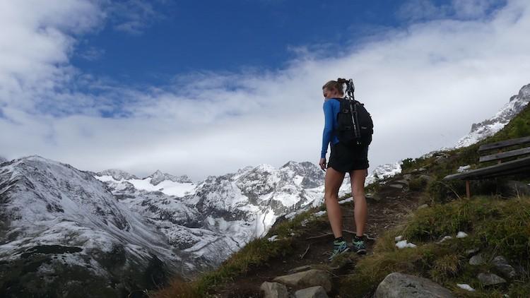 Stilstaan tijdens de wandeling naar de Mutterbergersee in het Stubaital