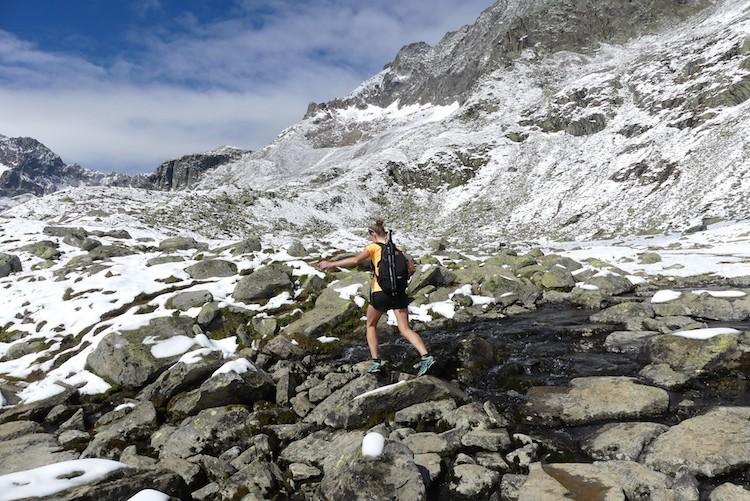 Sneeuw in zomer Stubaital Mutterbergersee