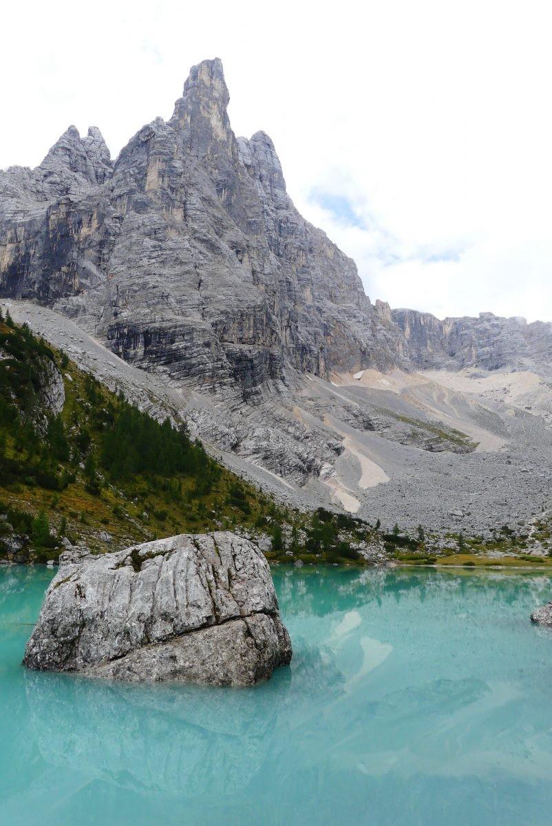 Het tuquoise water van Lago di Sorapis Dolomieten