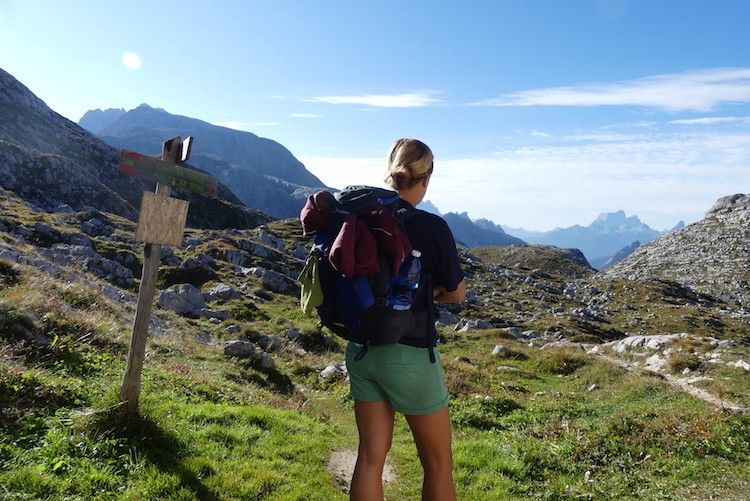 Hobbelige paden na Rifugio Biella in de Dolomieten