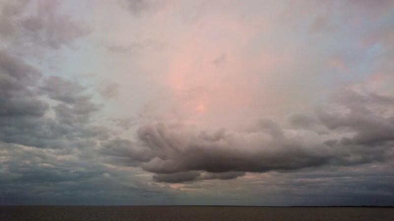 Een extreem lage horizon legt de nadruk op de schoonheid van de lucht. Foto: Manja Herrebrugh, Mountainreporters
