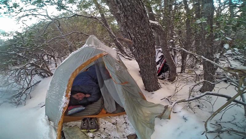 Tent in de sneeuw - © André de Jel