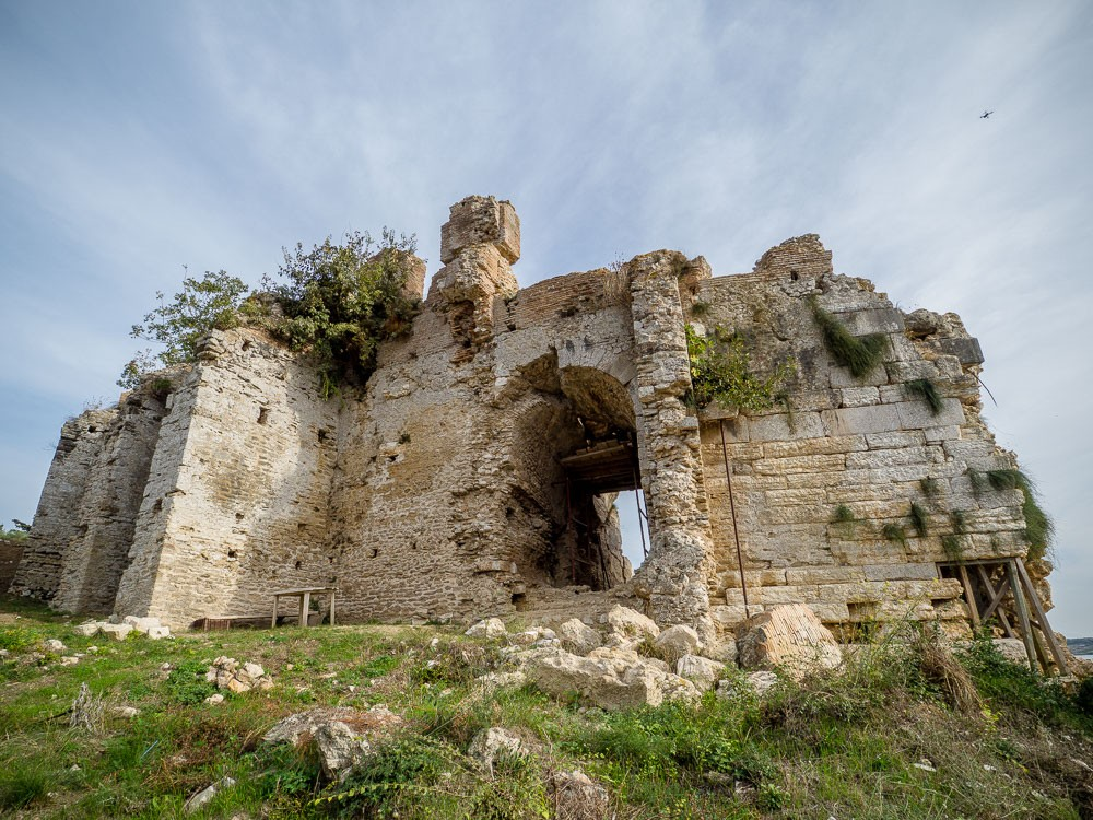 Nikopolis theater