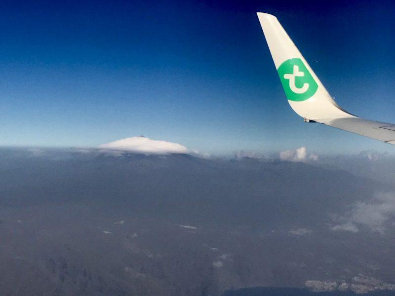 Hoe bizar ziet dit eruit? Vanuit het vliegtuig gezien is de Teide helemaal bedekt door de mist, behalve het allerbovenste topje!