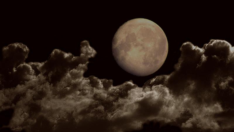 De maan komt op © André de Jel