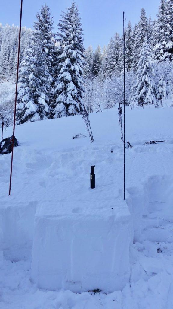 Stabiliteit van het sneeuwdek testen met de Extended Collum Test. Foto: Martine