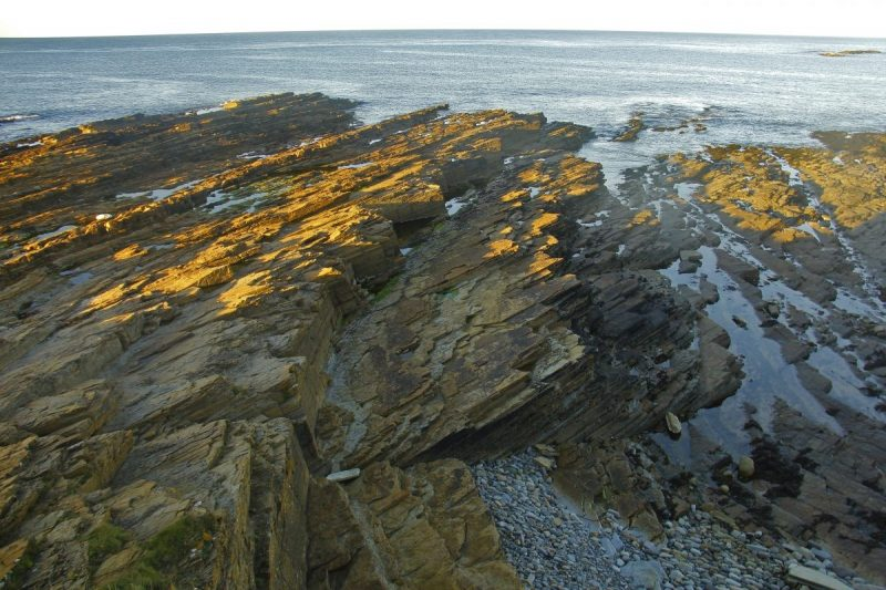 Ruige stenen aan de kust. Foto: Erwin Zantinga