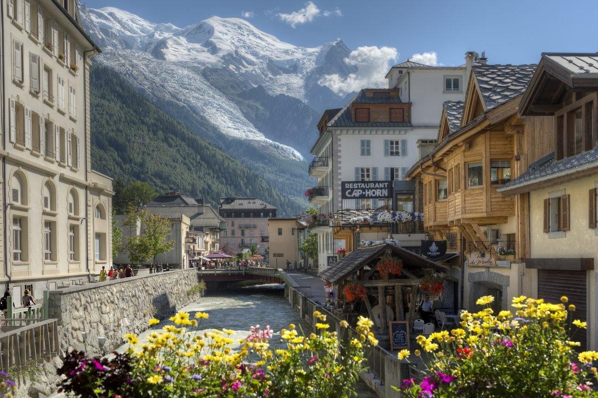 Chamonix met de bergen op de achtergrond