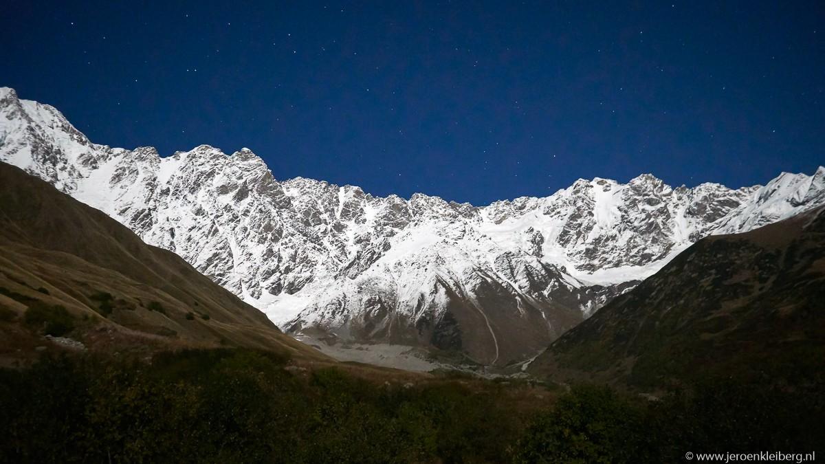 Mount Shkhara georgie maanlicht