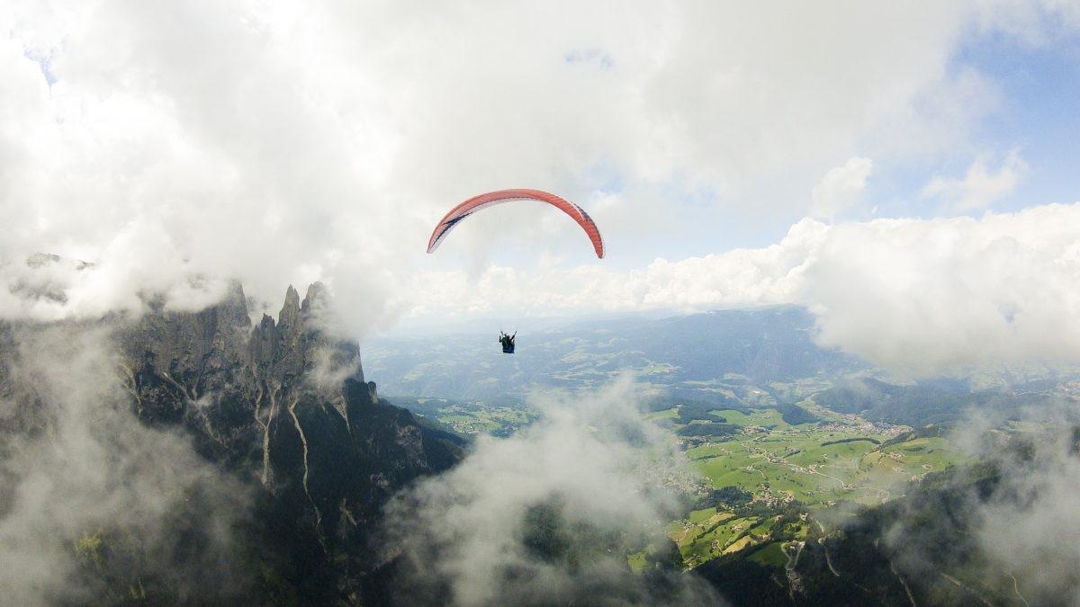 Hoe gaaf is het om in deze omgeving te paragliden! (Seiser Alm Marketing)
