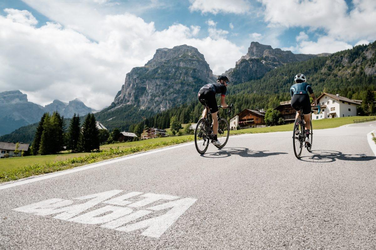 Fietsen door de bergen (foto: Alta Badia Brand, Alex Moling)