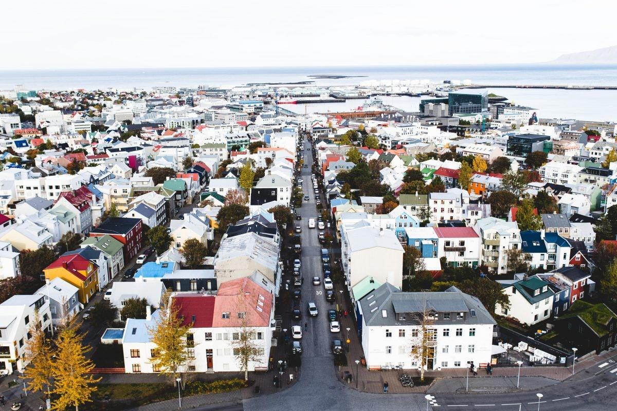 Een uitstapje aan Reykjavik mag natuurlijk niet ontbreken