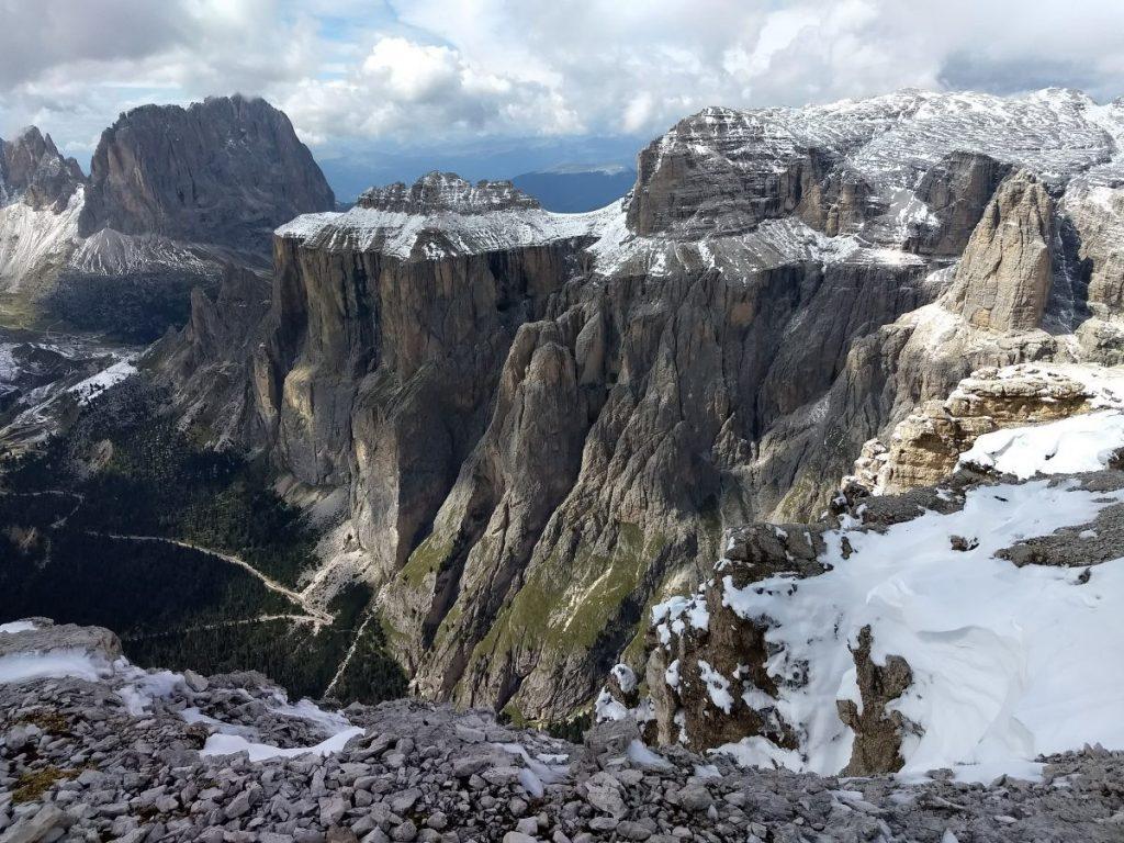 Uitzicht vanaf de Sas Pordoi op de indrukwekkende Sella Gruppe. Foto: Sietske Mensing