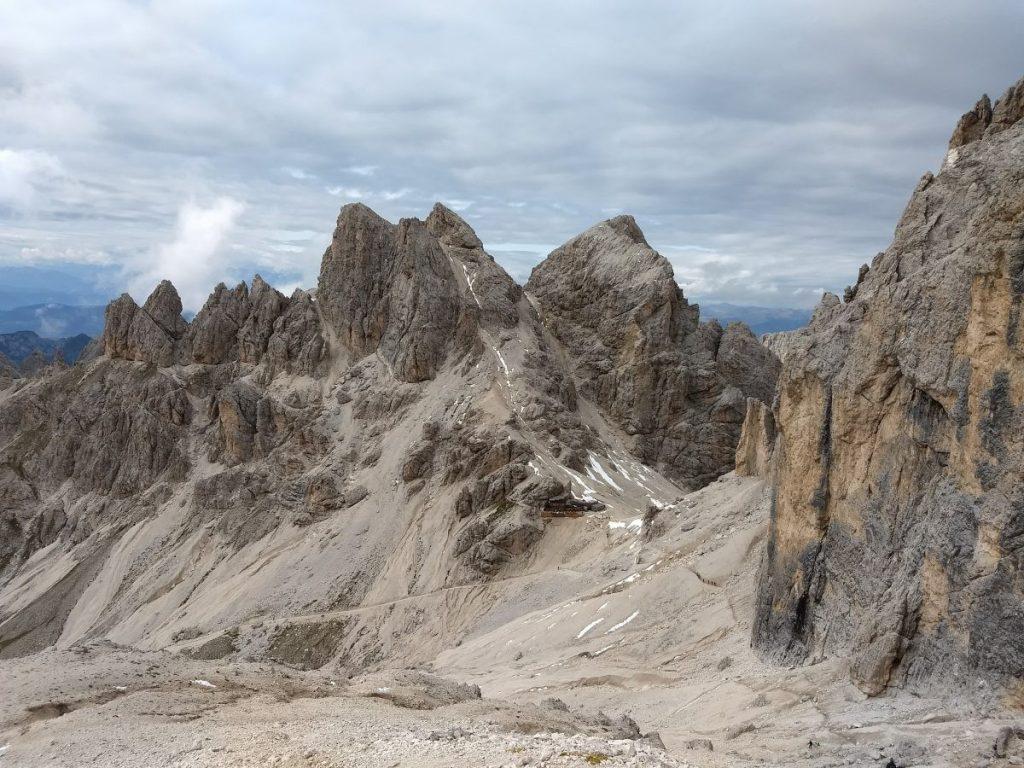 Afdaling langs de westhelling van de Catinaccio D'Antermoia naar rifugio Passo Principe. Foto: Sietske Mensing