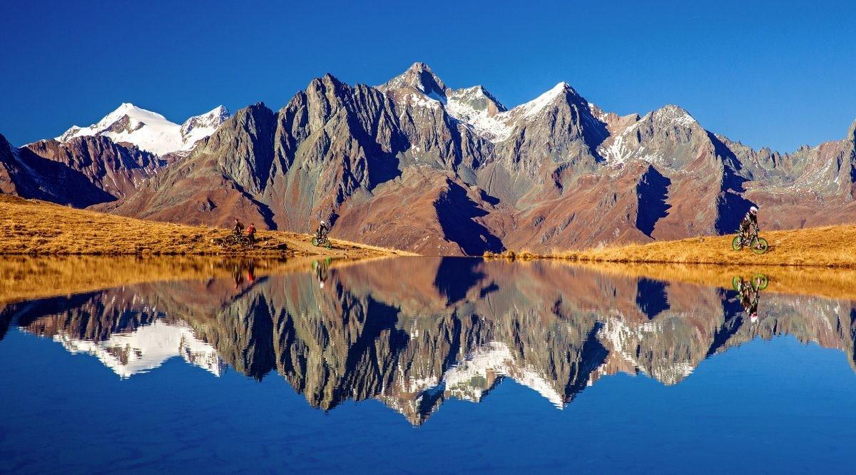 Spiegelgladde bergmeren