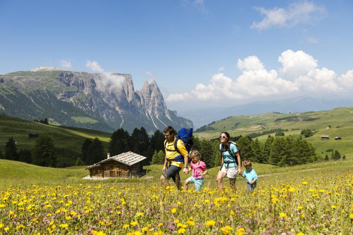 Veel wandelingen zijn geschikt voor het hele gezin (foto: Seiser Alm Marketing, Helmuth Rier)