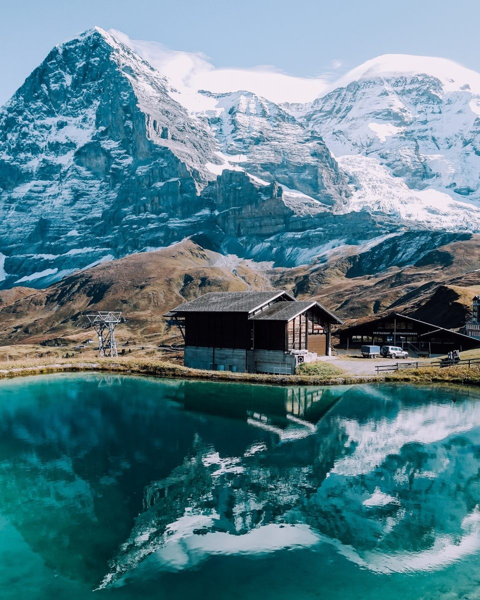 Prachtige bergmeren te midden van hoge bergtoppen