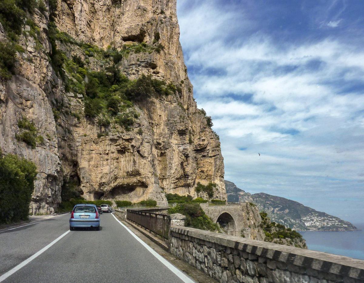 Rij tijdens je rondreis deze Weg van duizend bochten in je eigen auto - Foto: PHAROS REIZEN