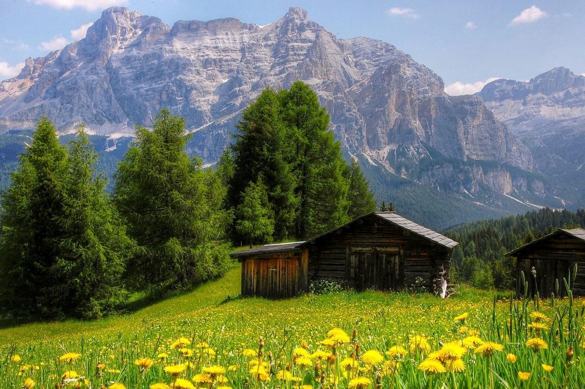 De imposante Dolomieten op de achtergrond - Foto: PHAROS REIZEN