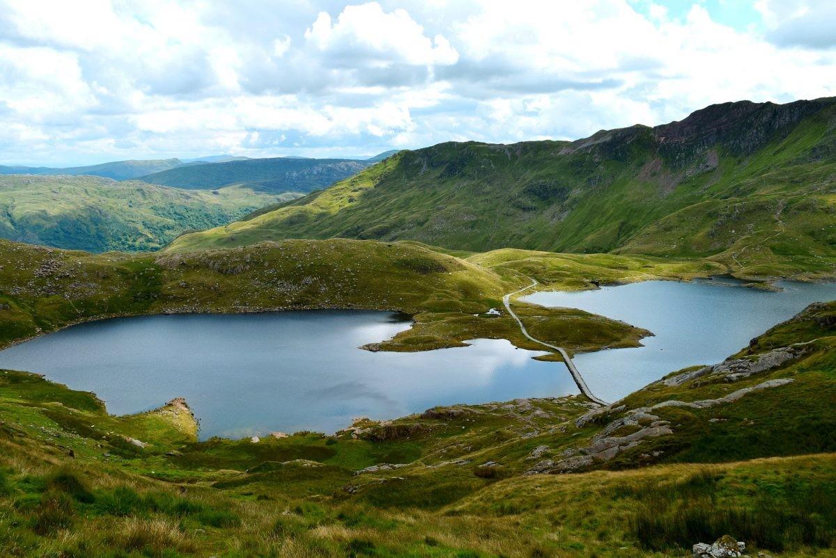 Bekijk Wales van bovenaf op de hoogste berg in National Park Snowdonia - Foto: PHAROS REIZEN