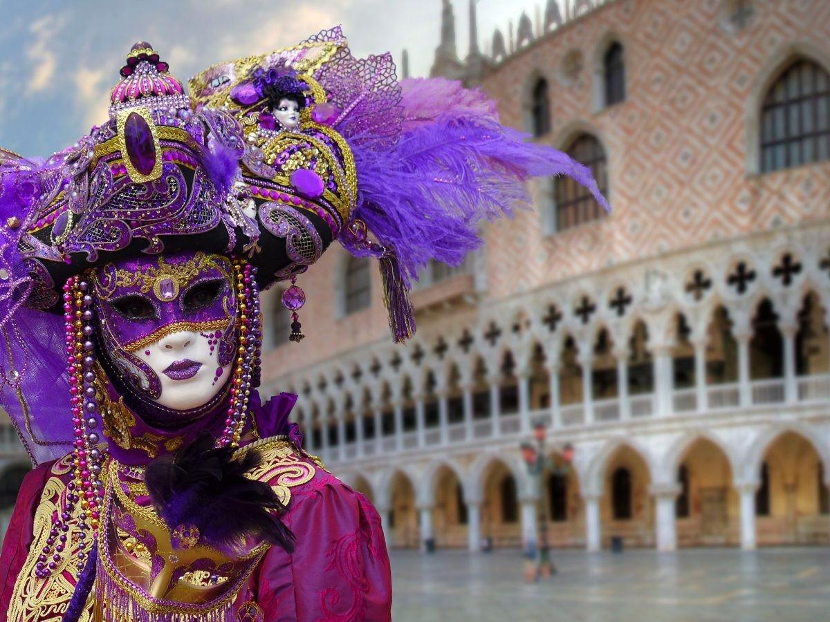 Een Venetiaans masker waar het hoort: Venetië! - Foto: PHAROS REIZEN