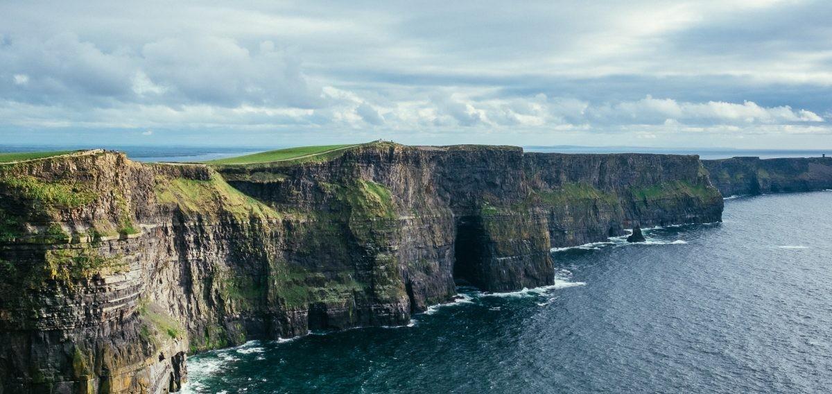 Voel de wind en de kracht van de natuur bij de Cliffs of Moher - Pharos Reizen