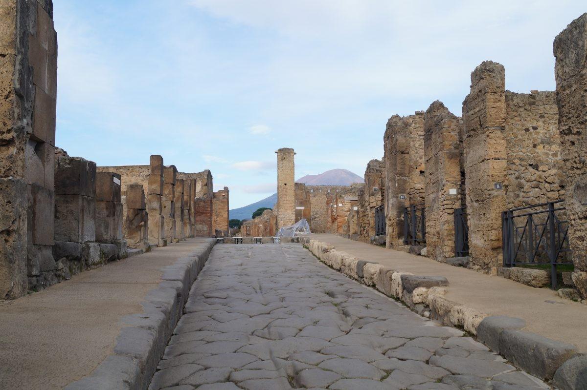 Bezoek de oude Romeinse stad Pompeii die volledig werd bedekt door een laag as uit de Vesuvius - Foto: PHAROS REIZEN